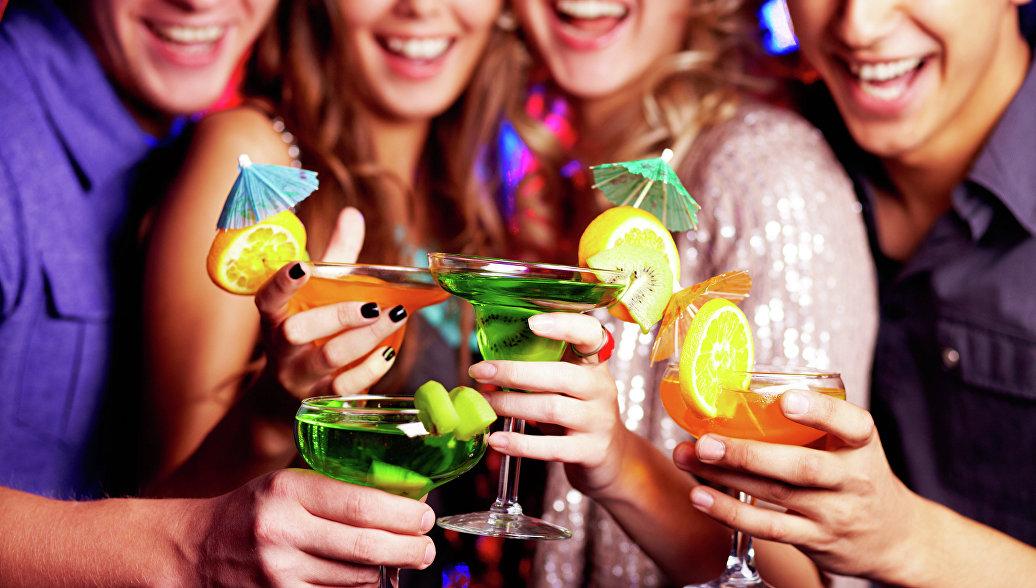 Ученые: алкоголь сильнее вредит сердцу бедняков, чем богачей