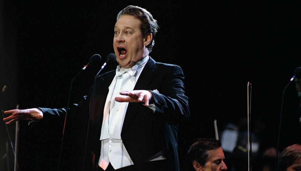Медведев поздравил оперного певца Евгения Нестеренко с 80-летием