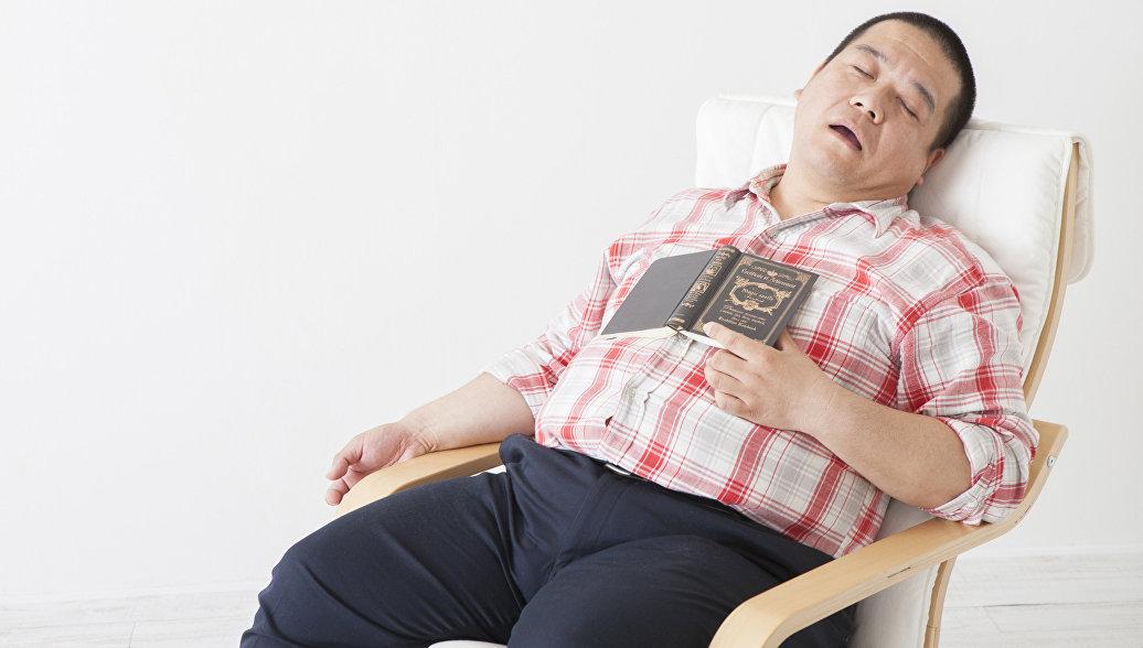 Медики связали дневной сон с опасным заболеванием