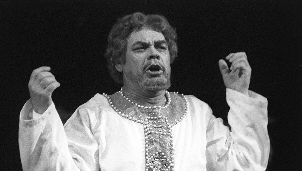 Оперного певца Ведерникова похоронили на Миусском кладбище