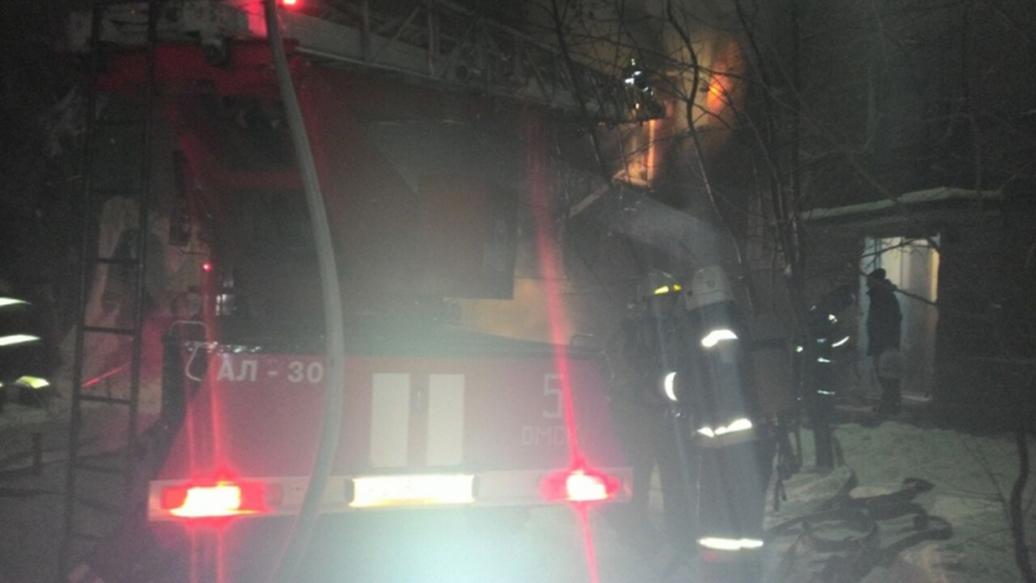 Взрыв газа в Омске разрушил стену в квартире пятиэтажки