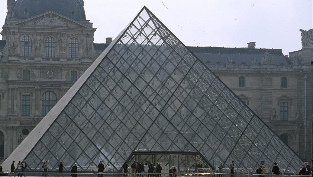 Лувр временно закрывает отдел исламского искусства
