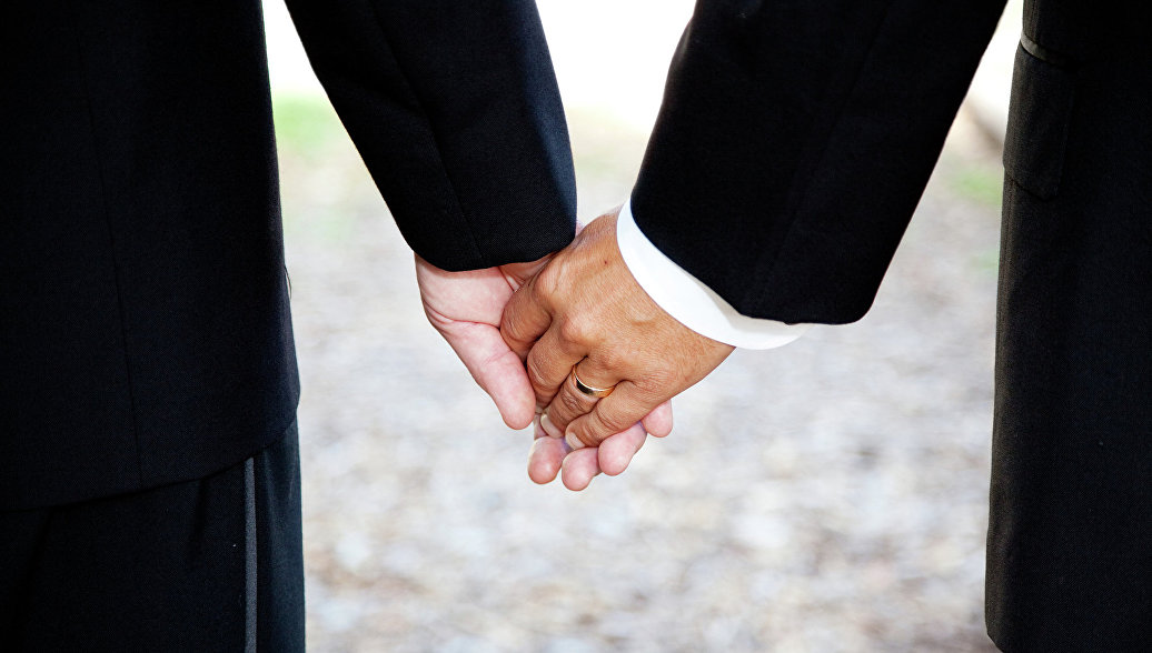 МВД проверит признание однополого брака московским МФЦ