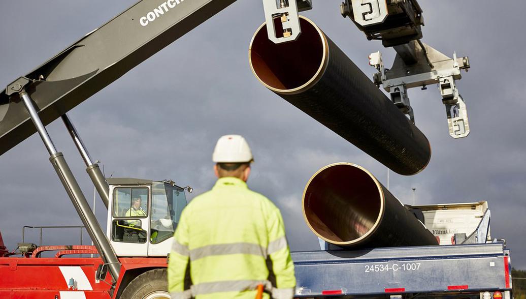 Экологи требуют отМеркель запретить строительство «Северного потока-2»