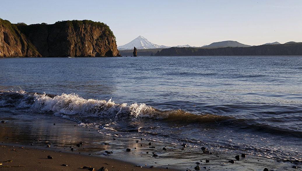 У берегов Камчатки водолазы ведут работы по спасению потерявшего ход судна