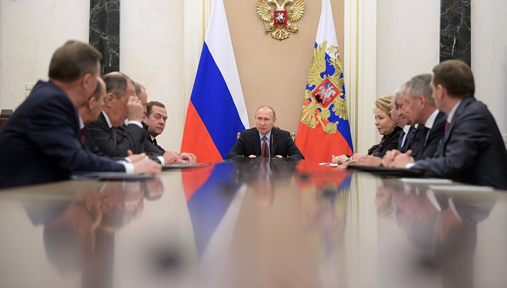 Путин обсудил с членами Совбеза закон о реинтеграции Донбасса
