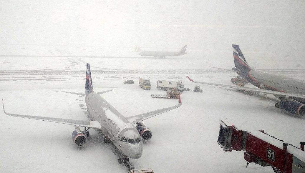 Возмущенные пассажиры рассказывают о коллапсе в аэропортах