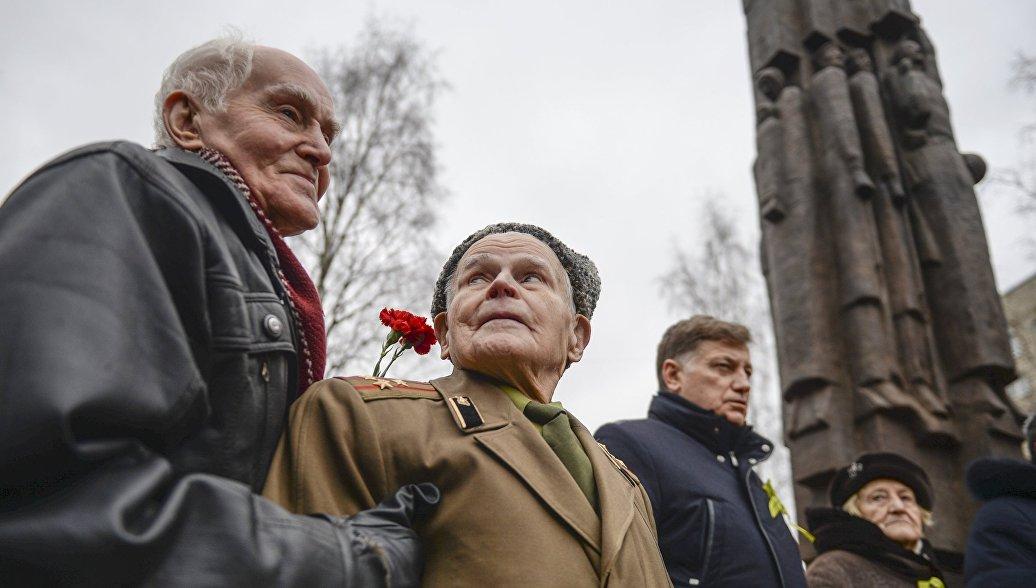 Неменее 7-ми тыс. тюменцев исполнили наЦветном бульваре Гимн РФ