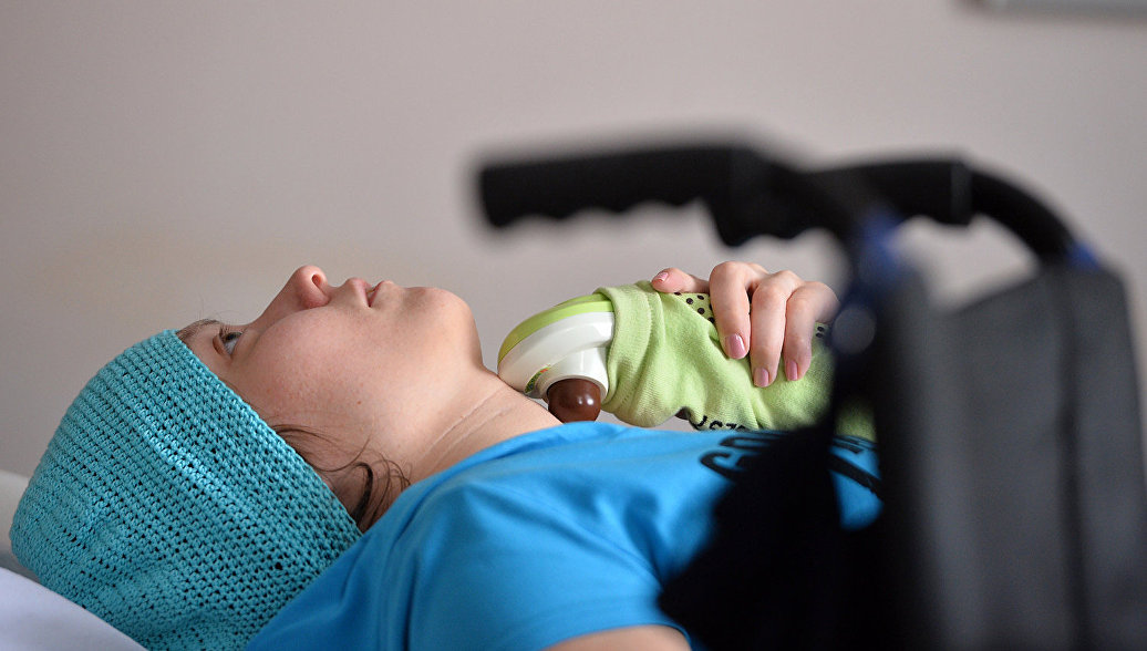 Психологи рассказали о роли матерей в реабилитации детей после операций