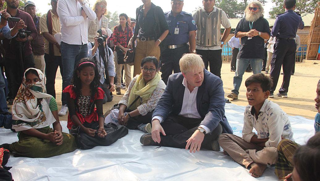 Глава МИД Великобритании встретился с беженцами рохинджа в Бангладеш