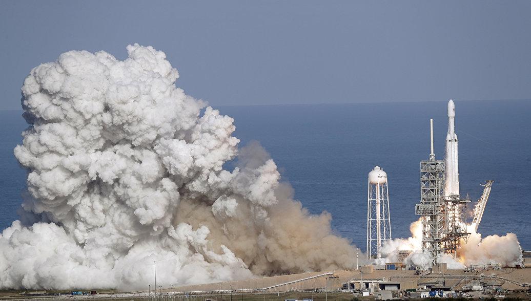 Центральный ускоритель новой ракеты Falcon Heavy разбился при посадке