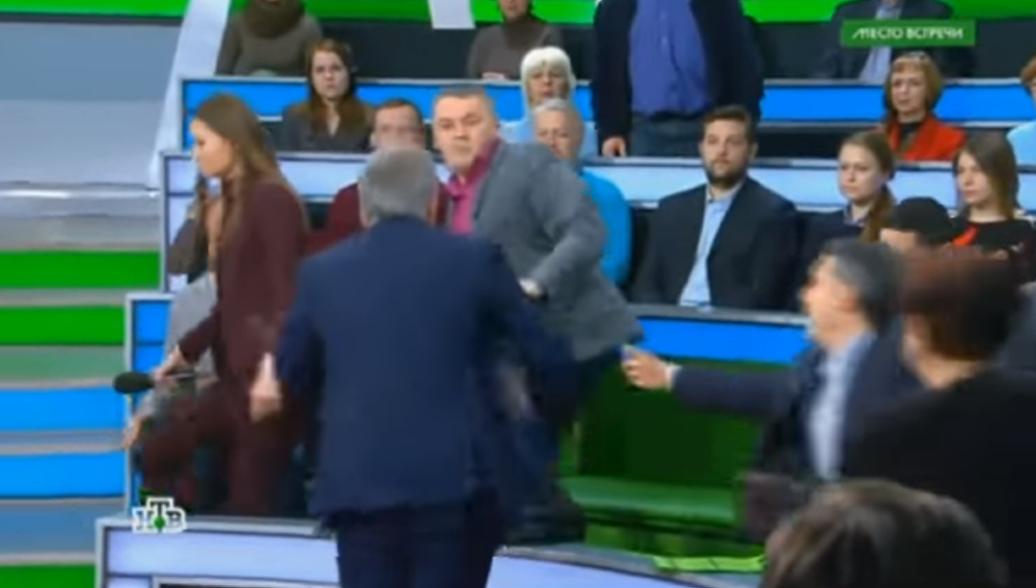 Украинский блогер рассказал, что в эфире НТВ его била