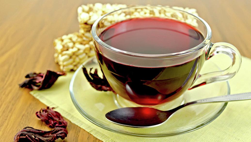 Медики раскрыли связь горячего чая с опасным заболеванием