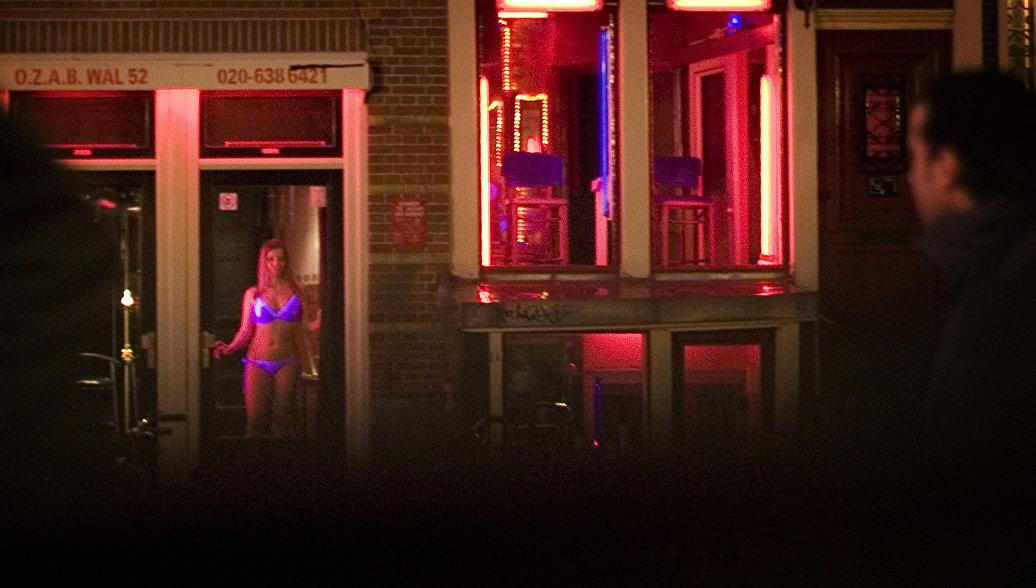 В Амстердаме туристам запрещают смотреть на проституток