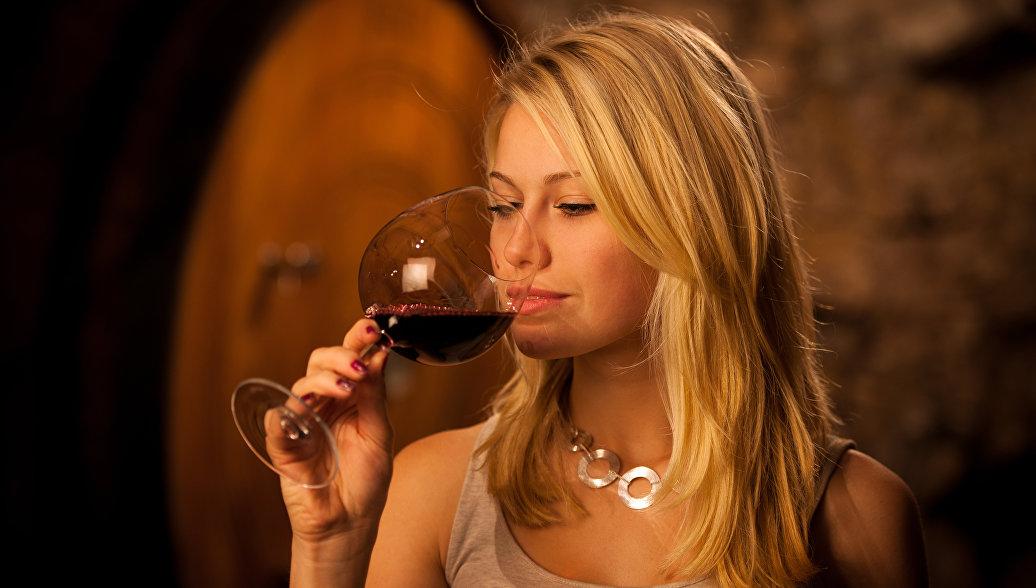 Ученые признали небольшие количества спиртного полезными для мозга
