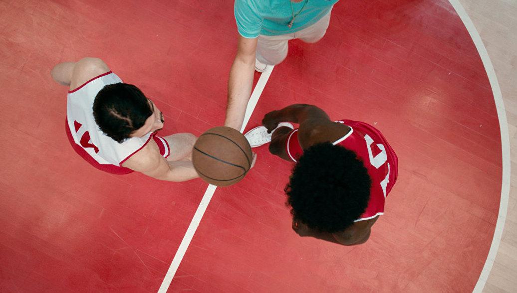 Урок истории: баскетболистам вСША покажут «Движение вверх»