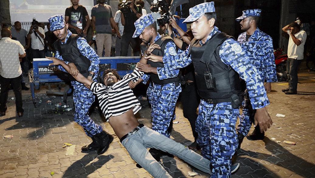 Ростуризм призвал туроператоров сообщать клиентам о ЧП на Мальдивах