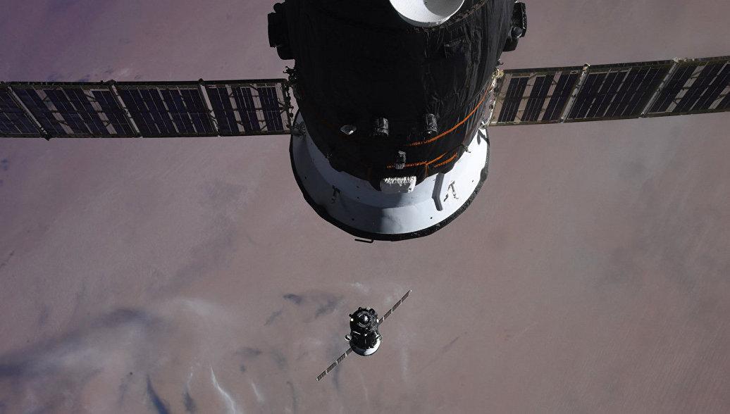 Российские космонавты с задержкой завершили работу в открытом космосе
