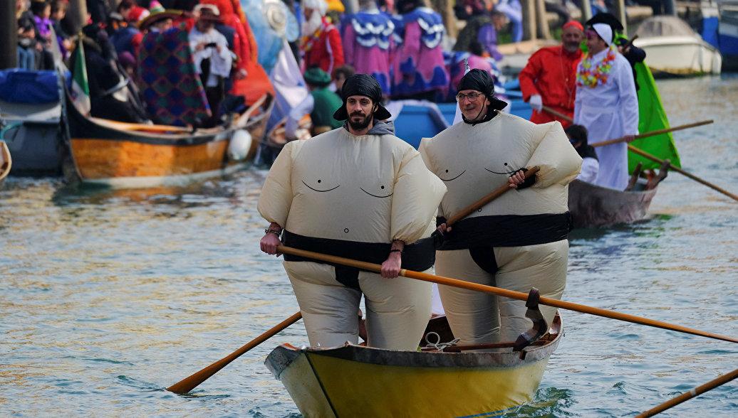 Гондольеры Венеции приостановили катания по воде из-за обмеления каналов