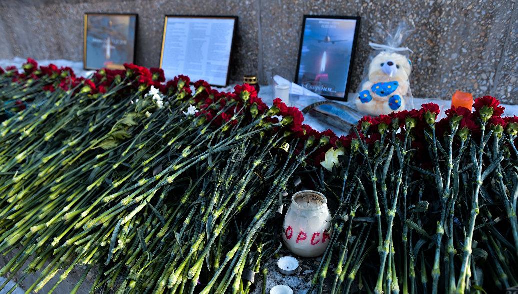 В Саратове и Орске росгвардейцы почтили память жертв крушения Ан-148