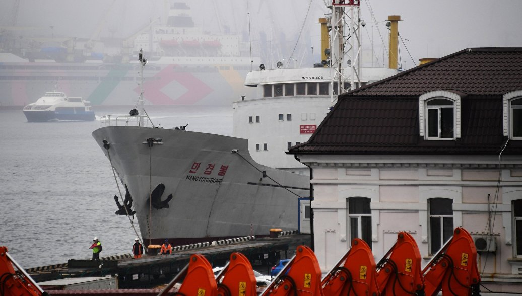 Во Владивостоке судно из КНДР подало сигнал SOS