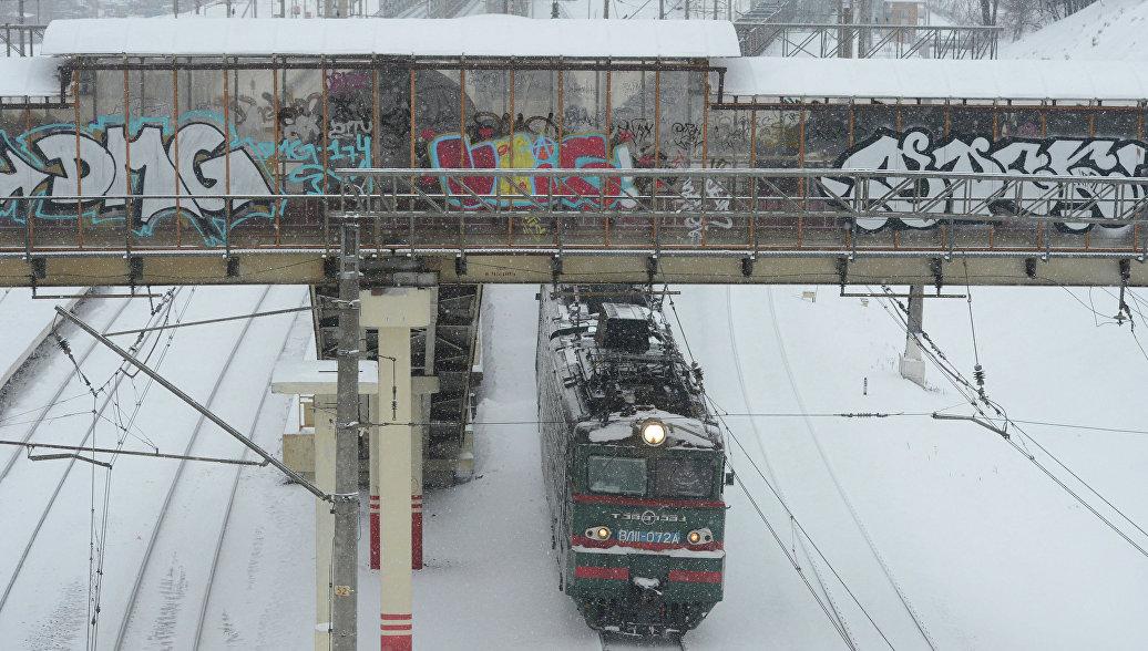 В Подмосковье поезд сбил подростка, шедшего вдоль железной дороги в наушниках