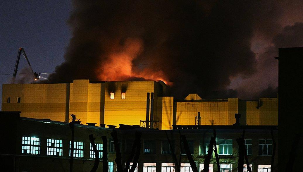 Спасатели увеличивают силы на пожаре в Кемерово, одном из крупнейших за 100 лет