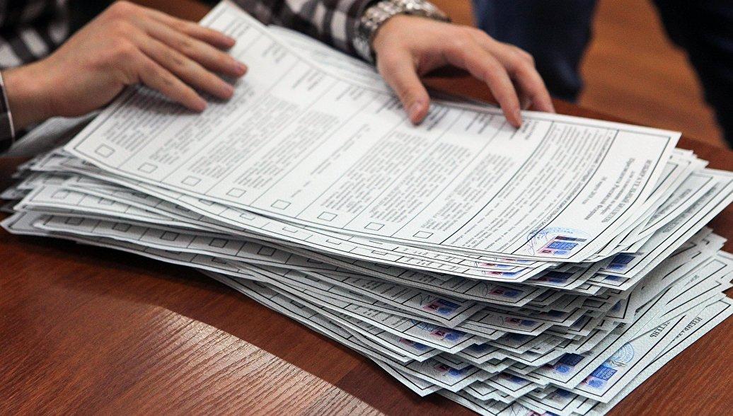 Губернатор Приамурья проголосовал на избирательном участке Амурского ГПЗ