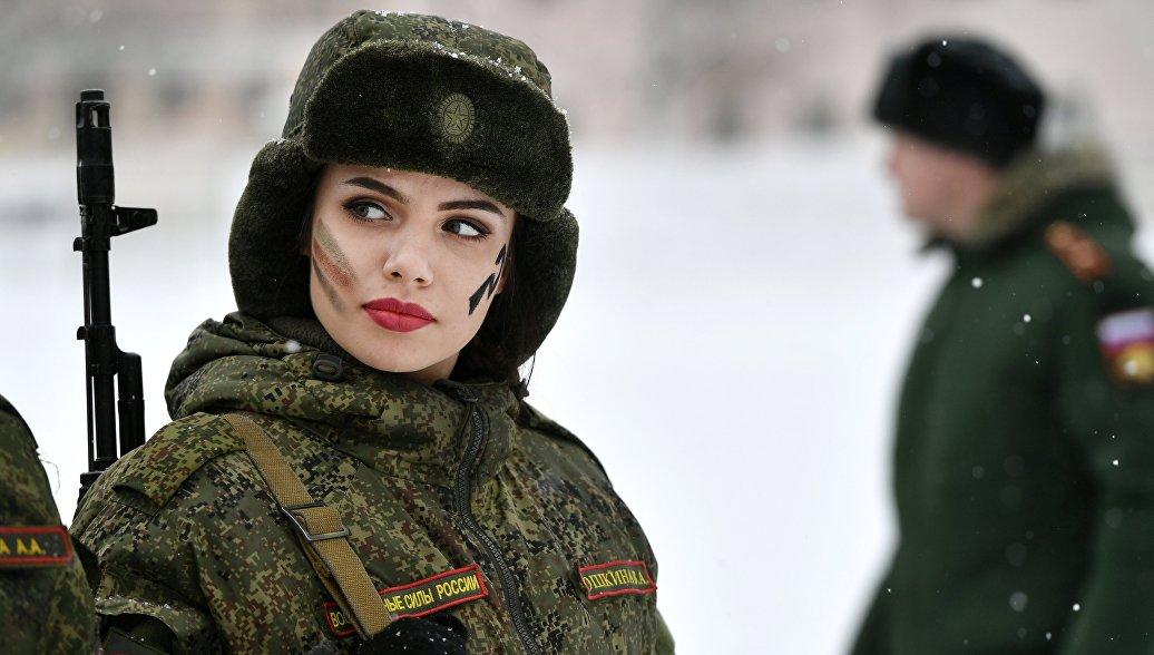 Женщины в Вооруженных силах России: очаровательная армия