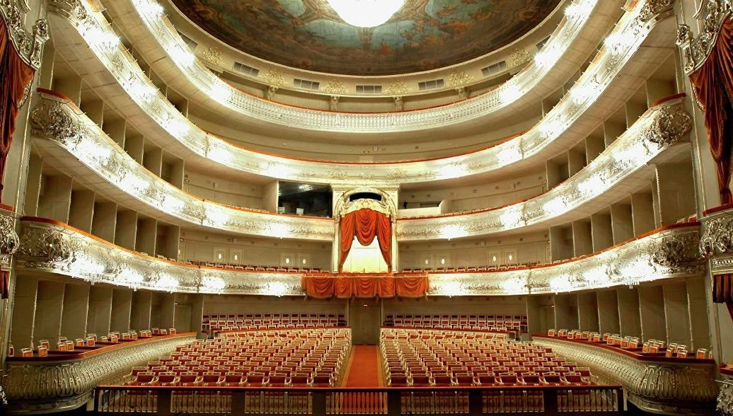 Путин поздравил Михайловский театр со столетием оперной труппы