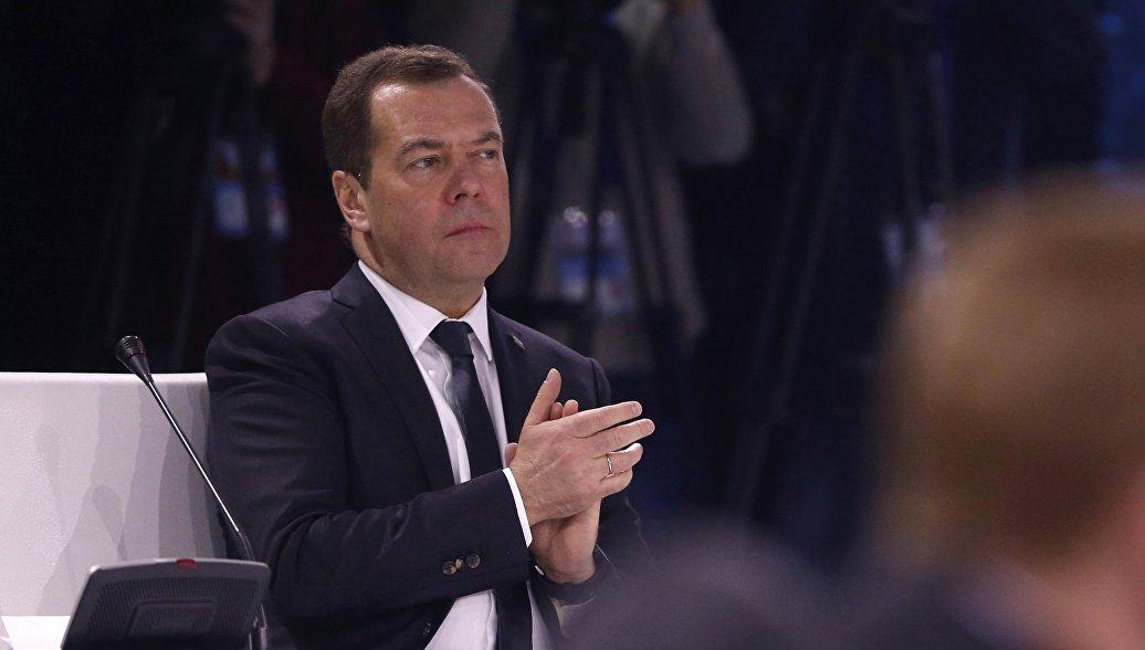 Медведев поздравил коллектив Тюменского театра с юбилеем