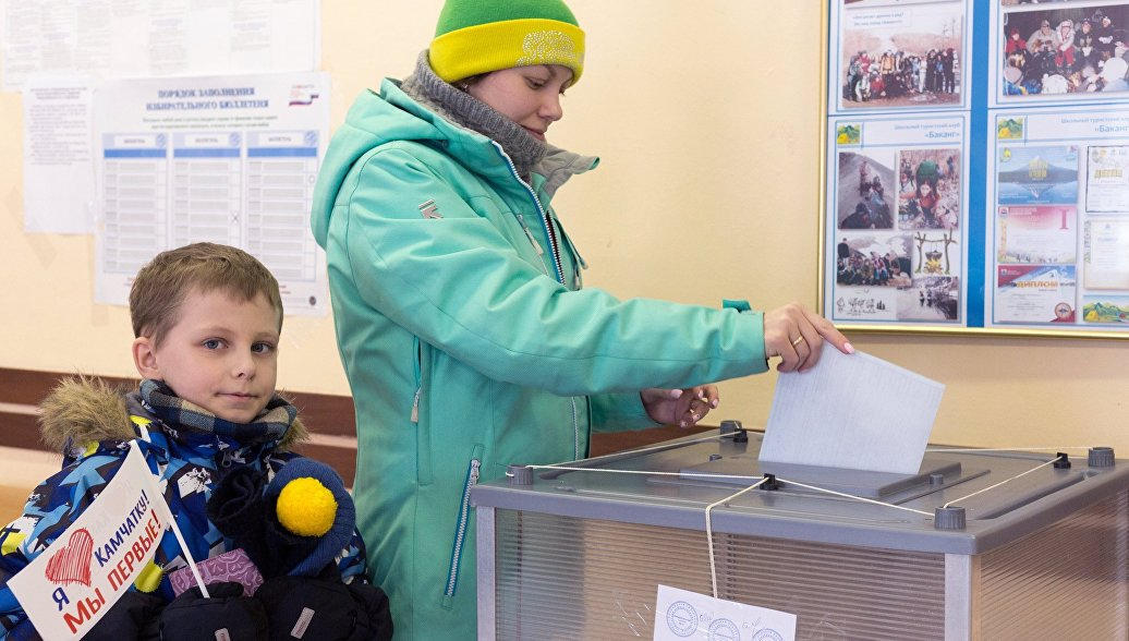 Еда президента и селфи: в Приморье, Хабаровском крае и ЕАО открылись избирательные участки