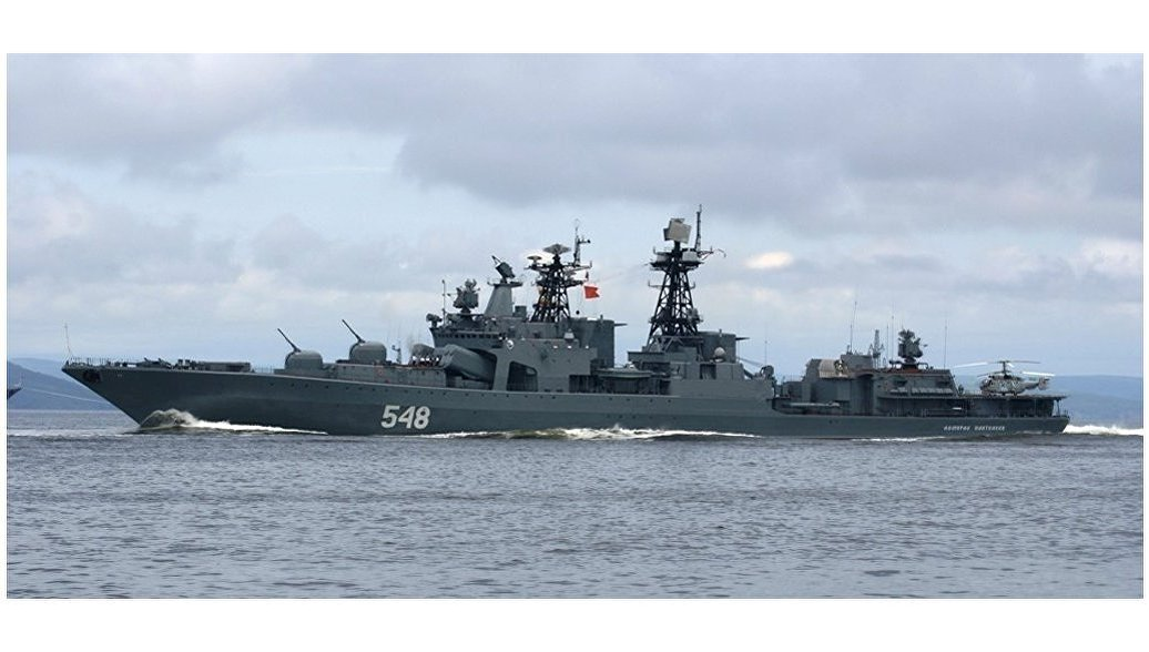 Корабли ТОФ ведут бои и спасают