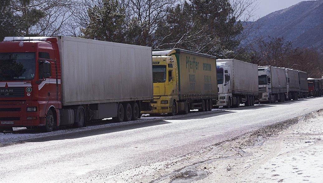 Движение по Военно-Грузинской дороге на юг остановили из-за непогоды
