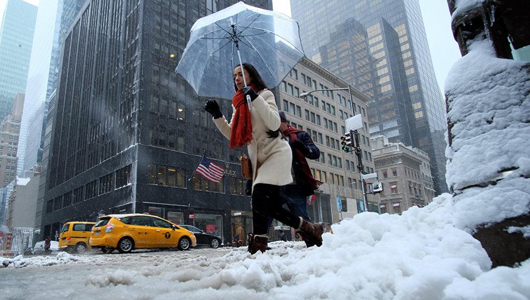 Снегопад нарушил авиасообщение с северо-востоком Америки