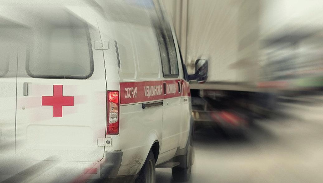 В Екатеринбурге автобус врезался в столб, пострадали десять человек