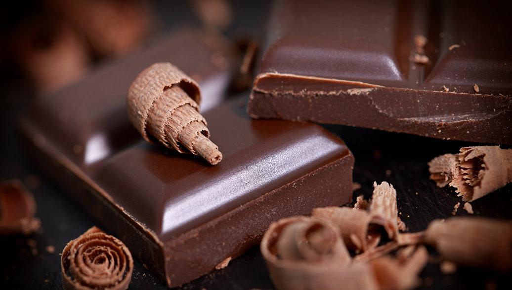 Темный шоколад улучшает зрение, выяснили биологи