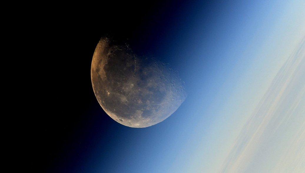 Источник рассказал о разногласиях России и США по проекту лунной станции