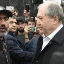 В Ереване началась встреча Саргсяна с лидером оппозиции