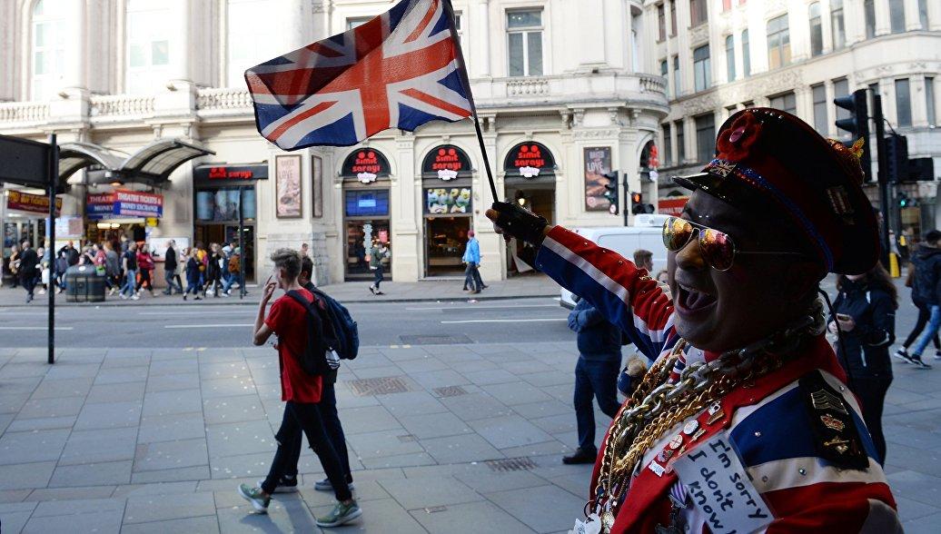 В Совфеде считают, что туристам не стоит отказываться от поездок в Британию