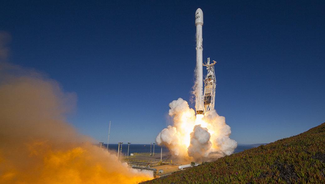 Ракета-носитель Falcon 9 стартовала с кораблем Dragon с грузом для МКС