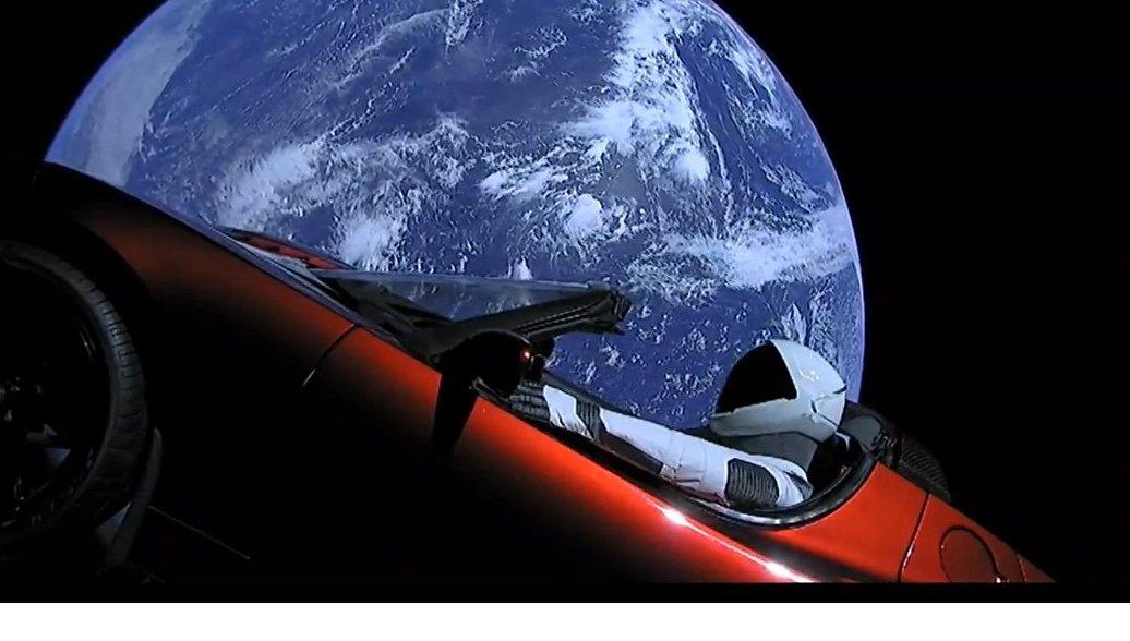 ФОМ: 45% россиян считают рекламной акцией отправку в космос спорткара Tesla