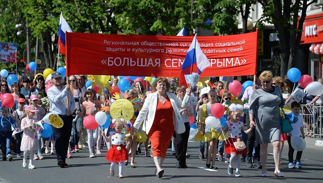 Неменее 27 тыс. человек вышли напервомайское шествие вСимферополе