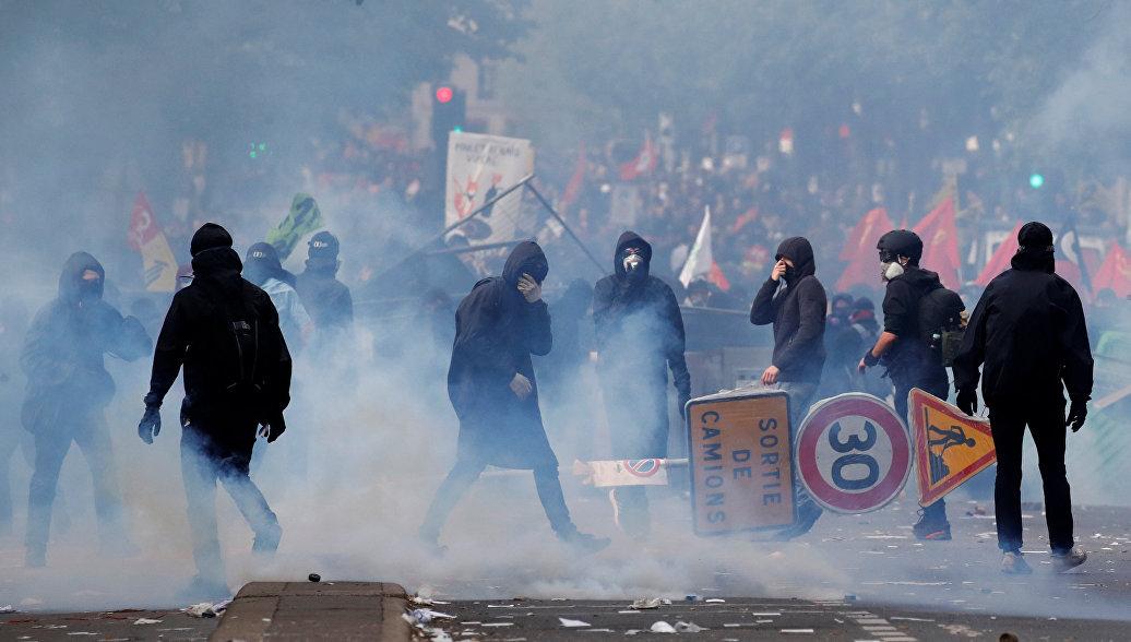 Полиция задержала более 100 человек во время беспорядков в Париже