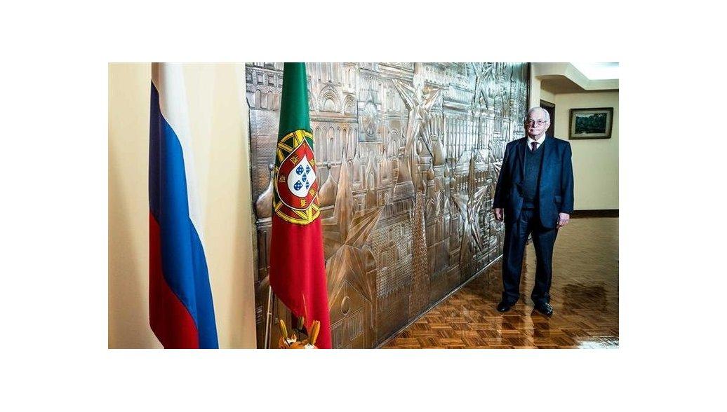 Умер посол России в Португалии Олег Белоус