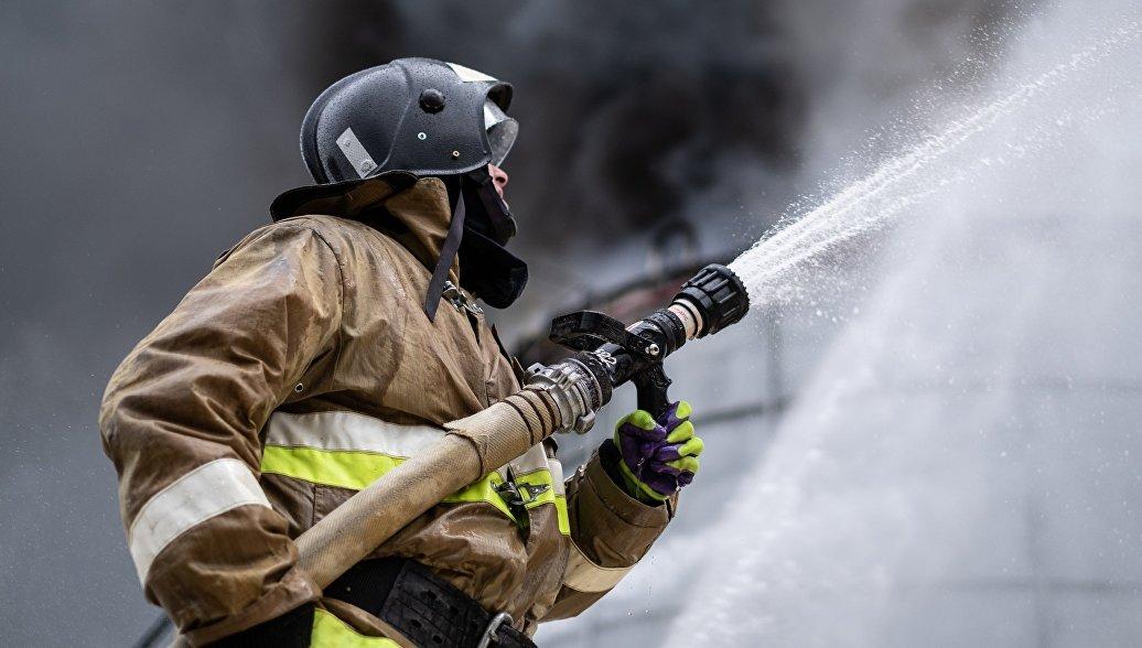 Пожарные ищут очаг возгорания в красноярском Дворце спорта