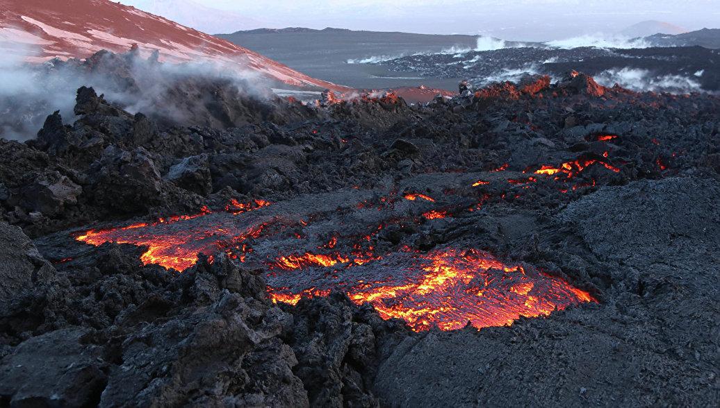 Геологи из МГУ открыли 13 новых минералов у вулканов Камчатки