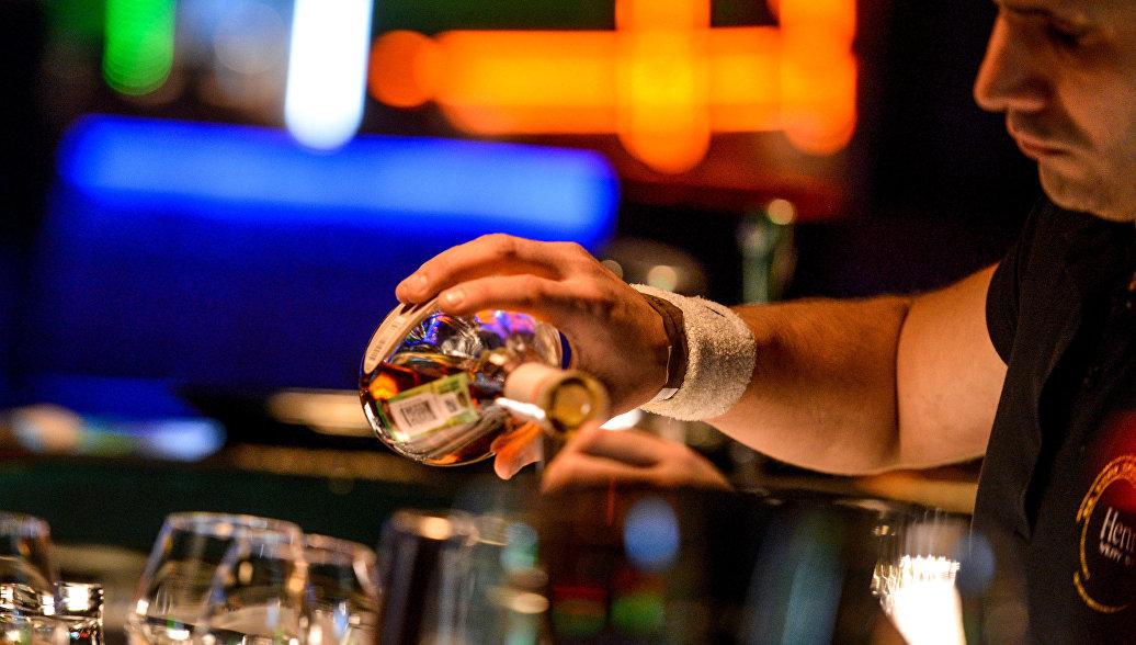 Британские социологи назвали самые пьющие профессии