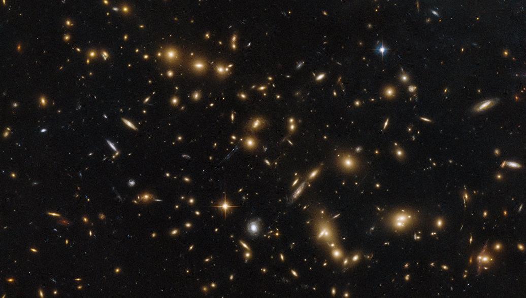 Самое далекое скопление галактик: «Хаббл» получил удивительное фото изкосмоса