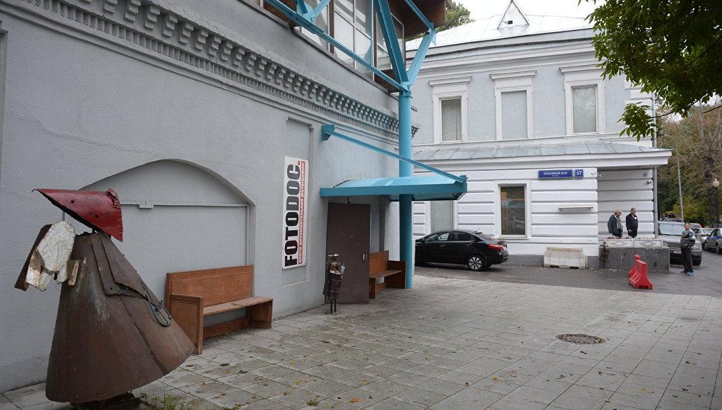 Сахаровский центр в Москве забаррикадировали люди в казачьей форме